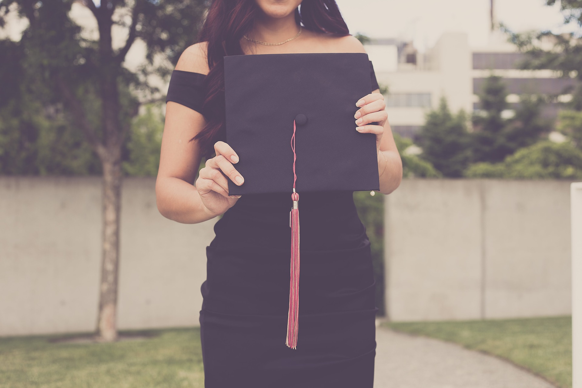 University Students Now Have A Healthier Diet Than Ever Before graduation 2613180 1920 2
