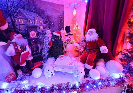 Christmas Obsessed Couple Have 10,000 Lights Up Already Christmas Inside