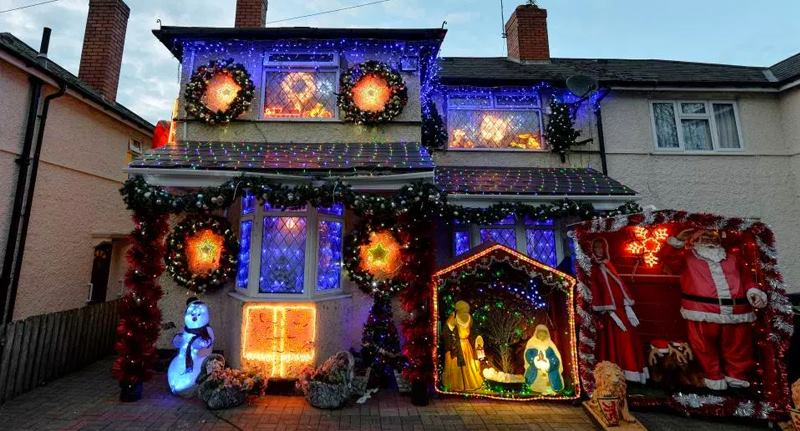 Christmas Obsessed Couple Have 10,000 Lights Up Already LIGHTS FACEBOOK THUMB