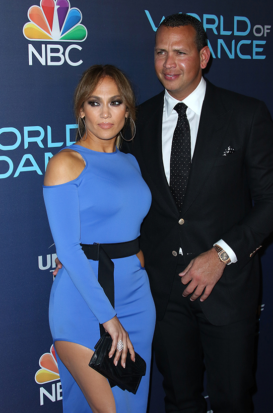 Jennifer Lopez Shares Single Text Message That Successfully Seduced Her PA 32912836 re size