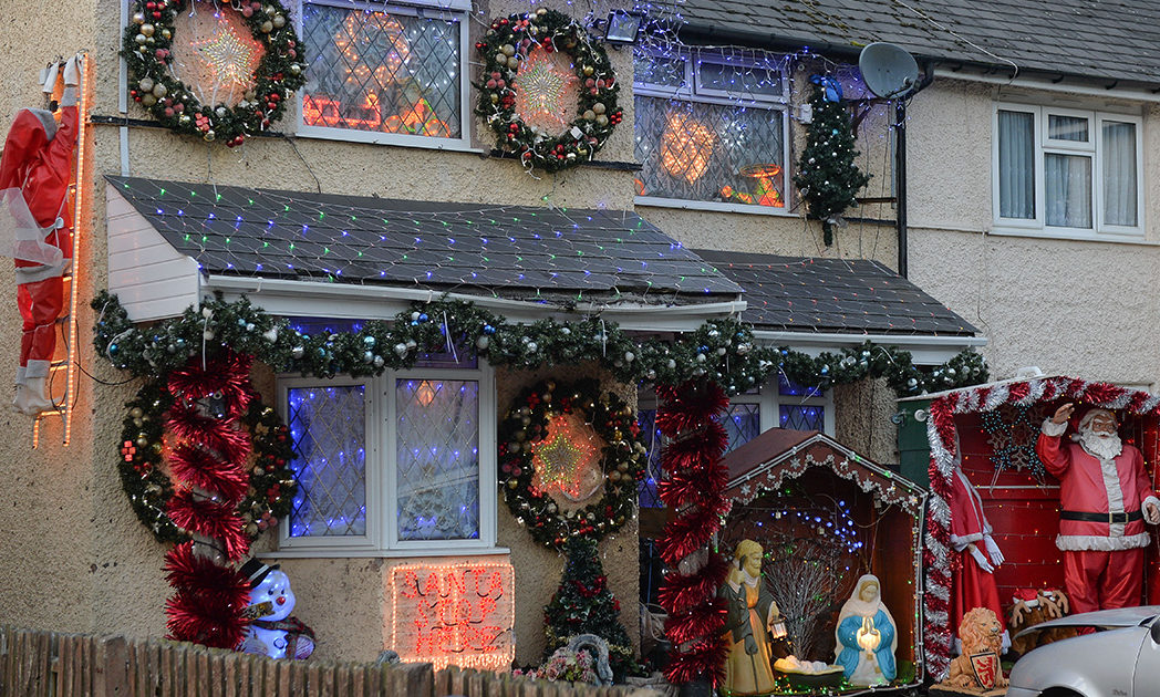 Christmas Obsessed Couple Have 10,000 Lights Up Already XMAS 4 1048x630