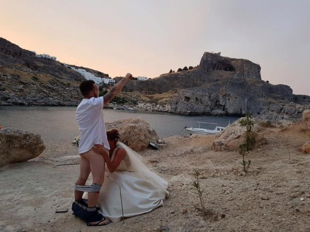 Couples £40,000 Wedding Cancelled After Sex Act Wedding Photo Goes Viral nintchdbpict000358757254 624x468 1