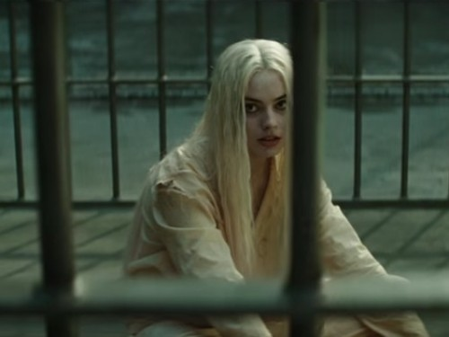 Margot Robbies Throwback Halloween Outfit Wont Be Beaten picture of suicide squad margot robbie photo 500x375