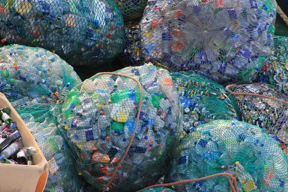 New Sea Bin Can Clear Over 800,000 Plastic Bottles From Ocean A Year plastic 631625 960 720