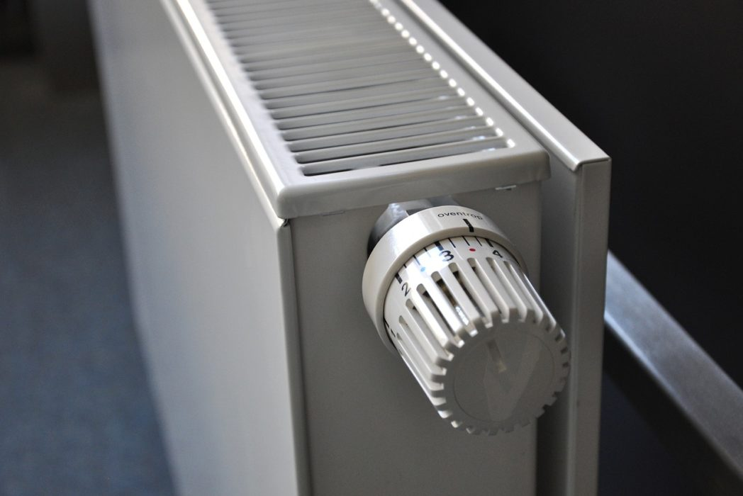 Women Secretly Turn Up The Heating, Research Finds radiator 250558 1280 1048x700