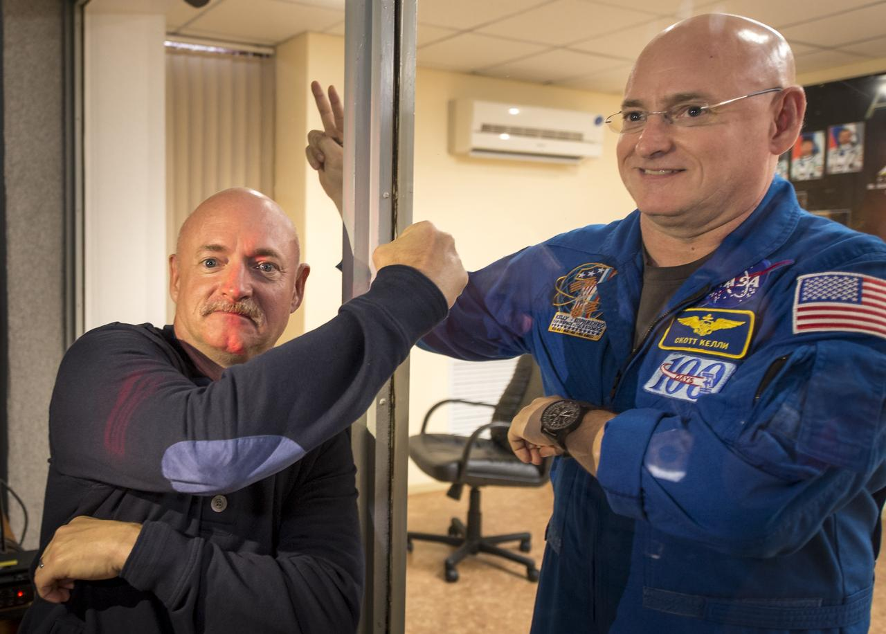 NASA Sent An Identical Twin To Space For A Year And He Changed Drastically scott kelly window nasa