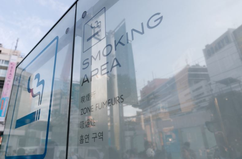 Japanese Company Gives Non Smokers Six Days Extra Holiday smoking area