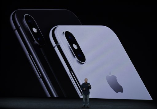Kid Breaks Into His Mums iPhone X Using Apple Face ID 2.32787921 1
