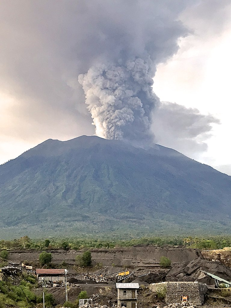 Apocalypse Closer Than First Thought, Scientist Says 768px Mount Agung November 2017 eruption   27 Nov 2017 02