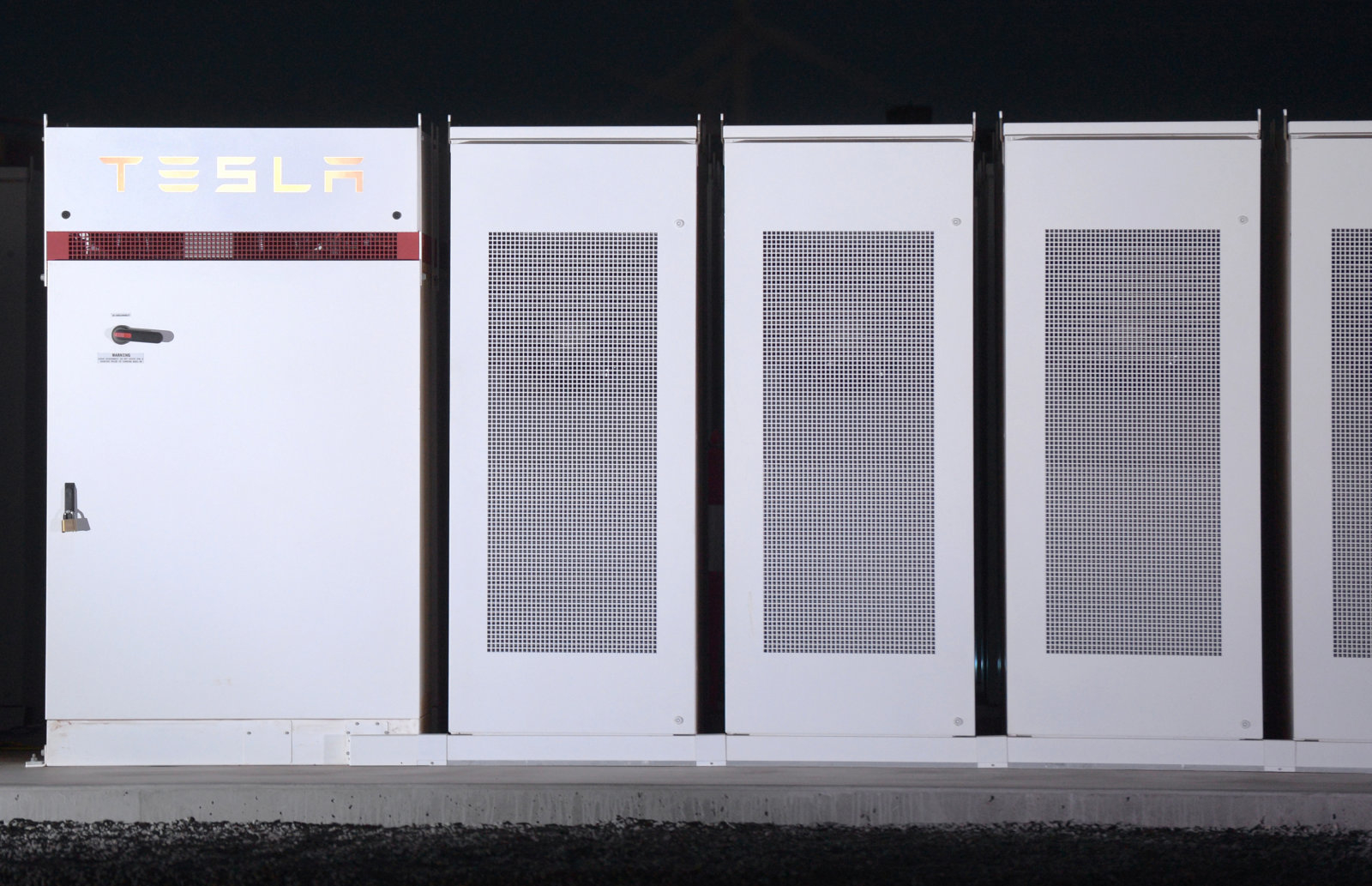 Teslas Massive Battery Bailed Out A Coal Power Station 620 Miles Away dims