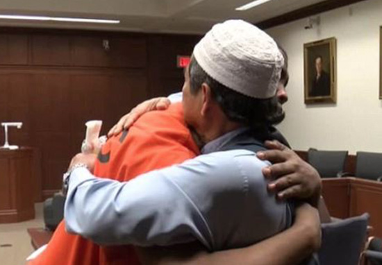 Dad Hugs Man Who Killed His Son In Court And Brings Judge To Tears jitmoud hug web