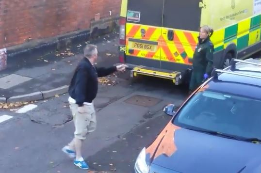 Man Abuses Paramedic For Ambulance Parking Spot While Trying To Save Life man abuse 1