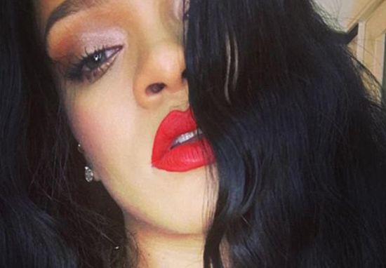 Rihanna Shows Off Her Stretch Marks And Unshaved Legs And Fans Love It