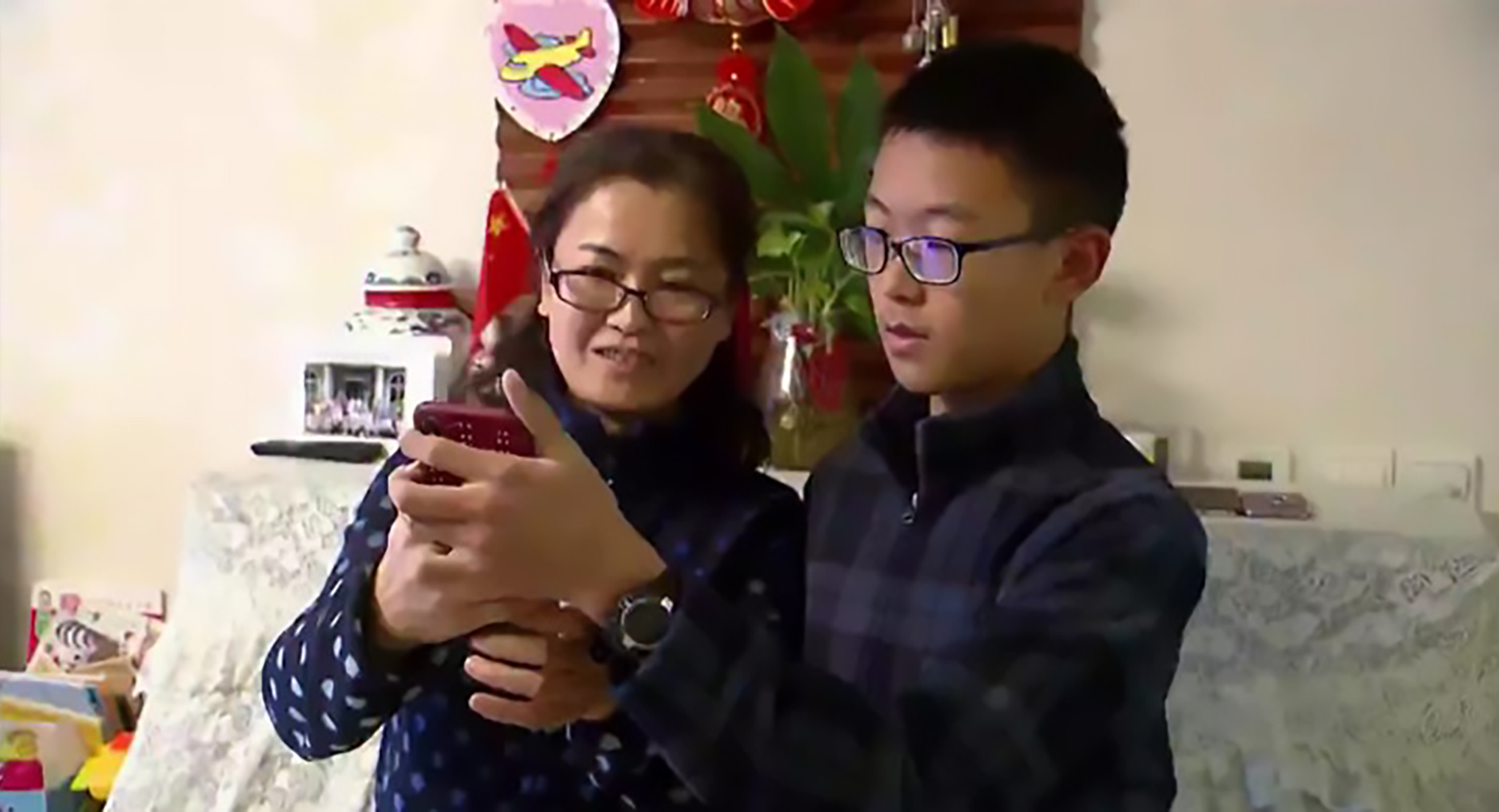 iPhone X Face Recognition Cant Tell Chinese People Apart %name