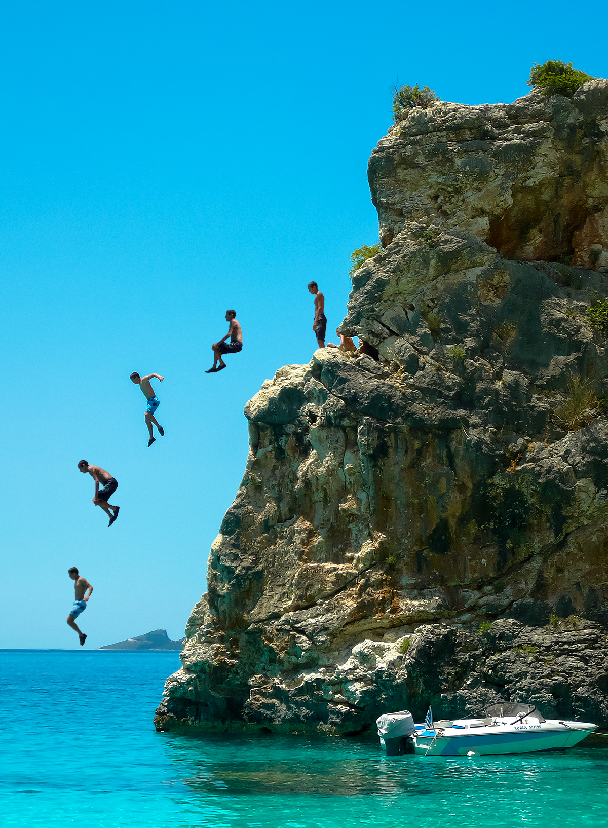 Guy Jumps Off 50ft Cliff Without Looking, Massively Backfires Cliff Jumping 3