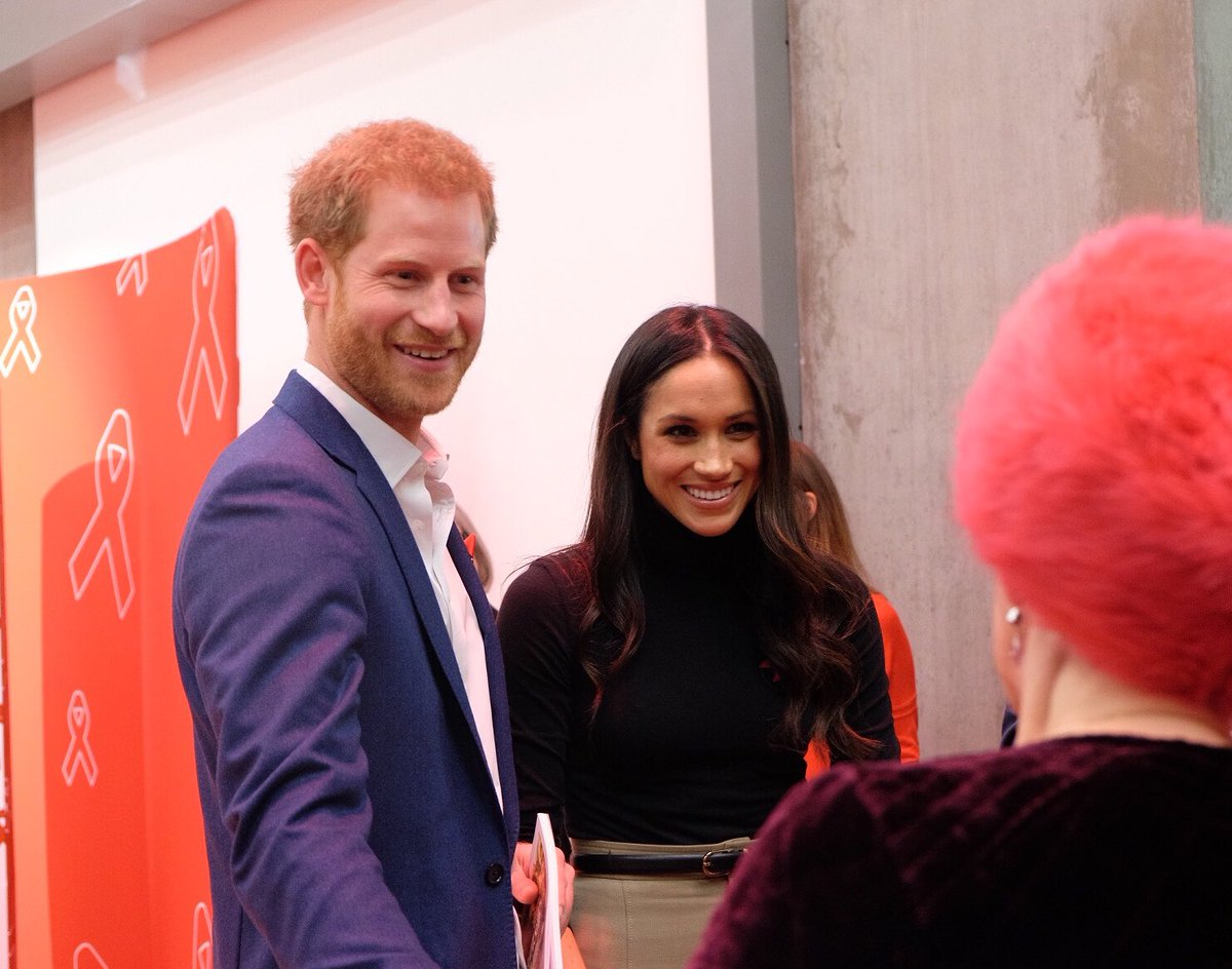 Guy Asks Prince Harry How Did A Ginger Guy Get With Meghan DP9vaj1W0AEnXIq