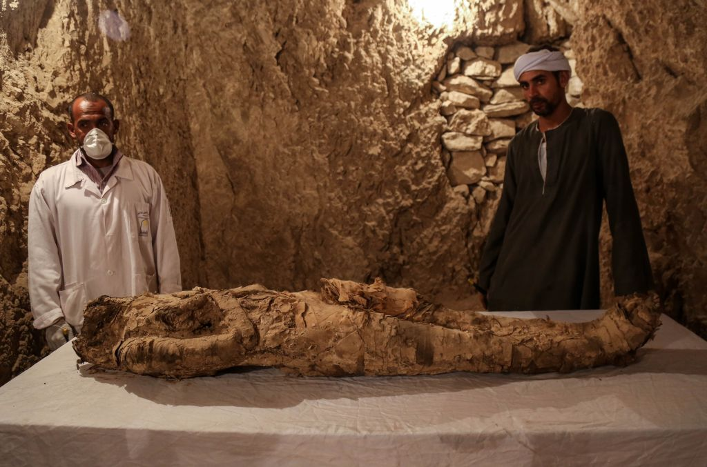 New Mummy Discovered In Egyptian Tomb GettyImages 889112152