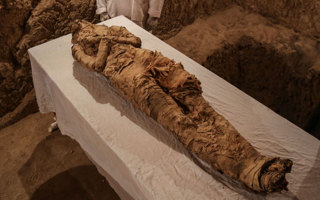 New Mummy Discovered In Egyptian Tomb GettyImages 889112156
