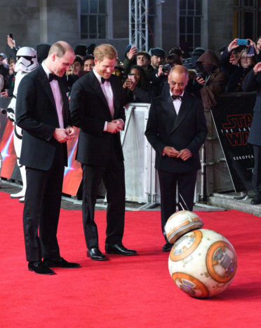 BB 8 Bowed To Prince William And Harry At Star Wars Premiere GettyImages 891203870 372x468
