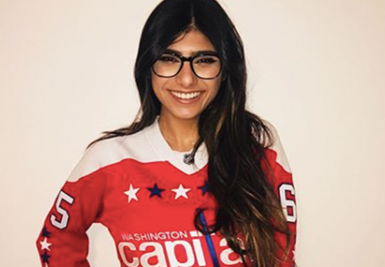 mia khalifa in a washington capitals hockey jersey