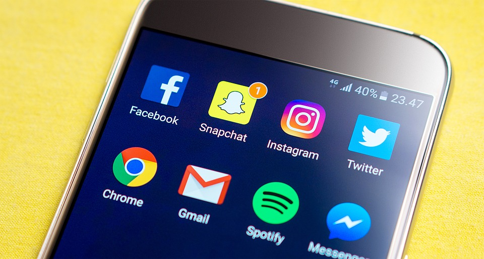 List Of Things That Didnt Exist On Christmas Day 10 Years Ago Is Mind Blowing Screen Snapchat Facebook Smartphone Social Media 2123520