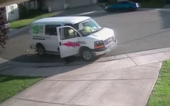 Amazon Delivery Driver Filmed Having A Poo On Customers Drive poo 3