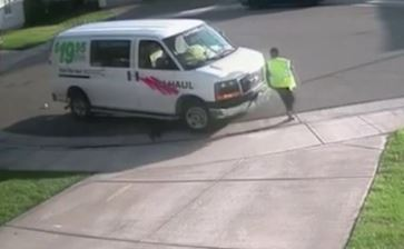 Amazon Delivery Driver Filmed Having A Poo On Customers Drive poo 4