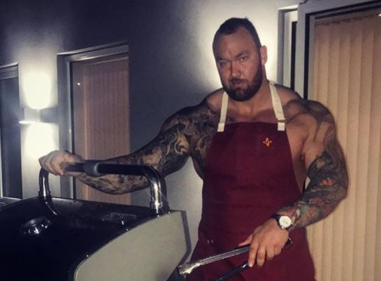The Mountain Shares Photo Of New Girlfriend And Shes Absolutely Tiny the mountain web