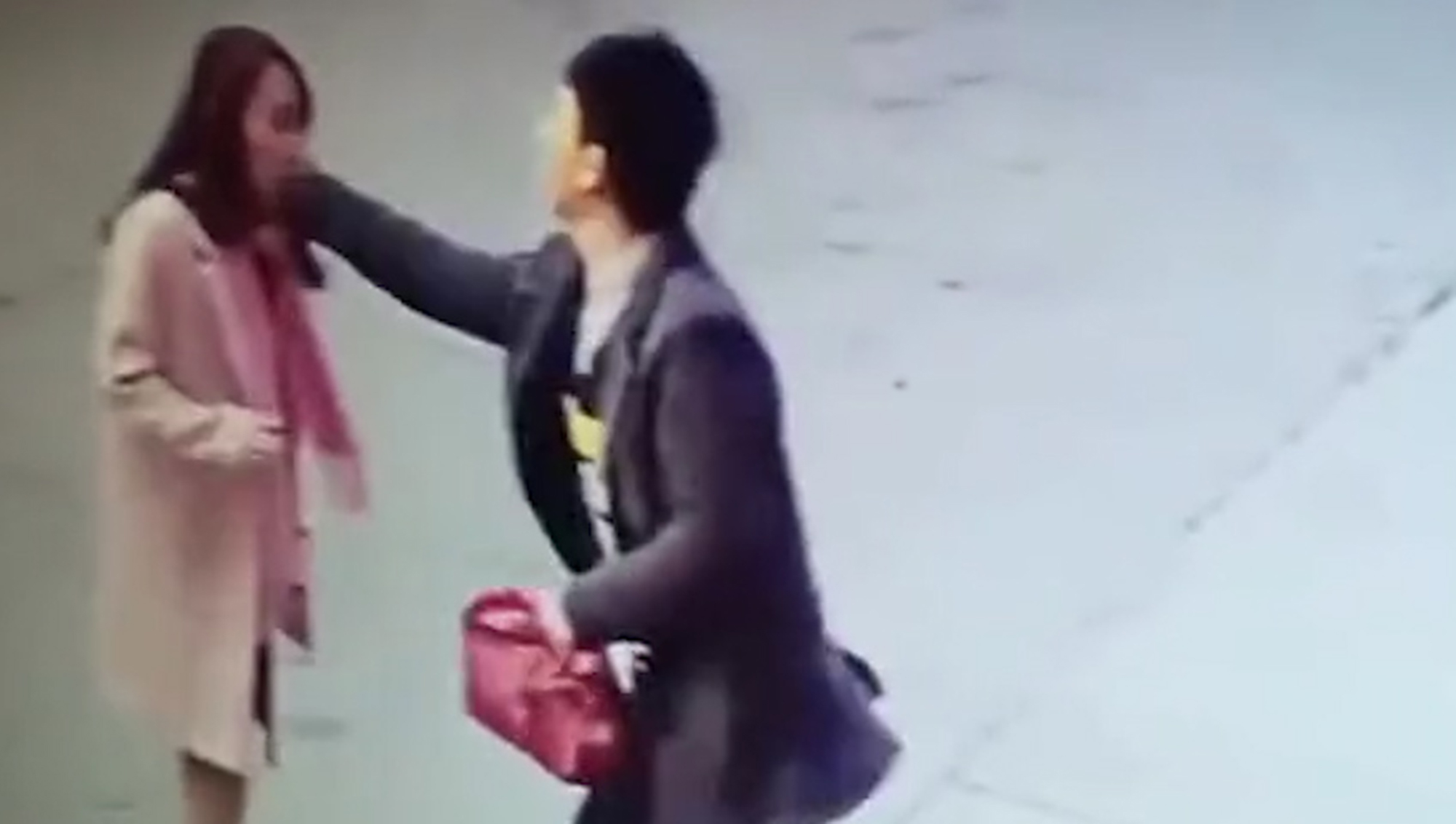 Shop Owner Travels 530 Miles To Punch Woman Who Left Bad Review AsiaWire VendorBeating 01