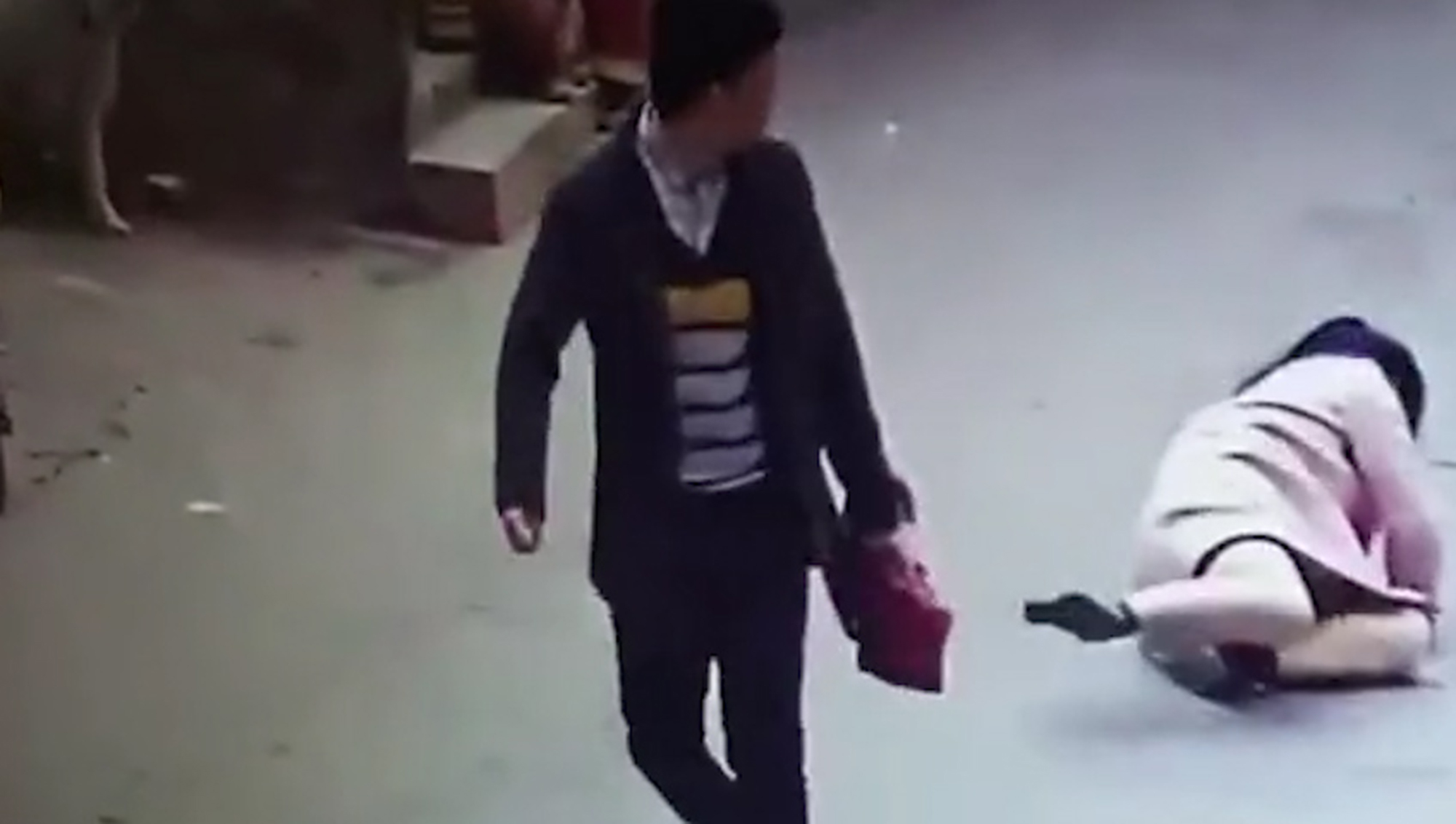 Shop Owner Travels 530 Miles To Punch Woman Who Left Bad Review AsiaWire VendorBeating 04 1