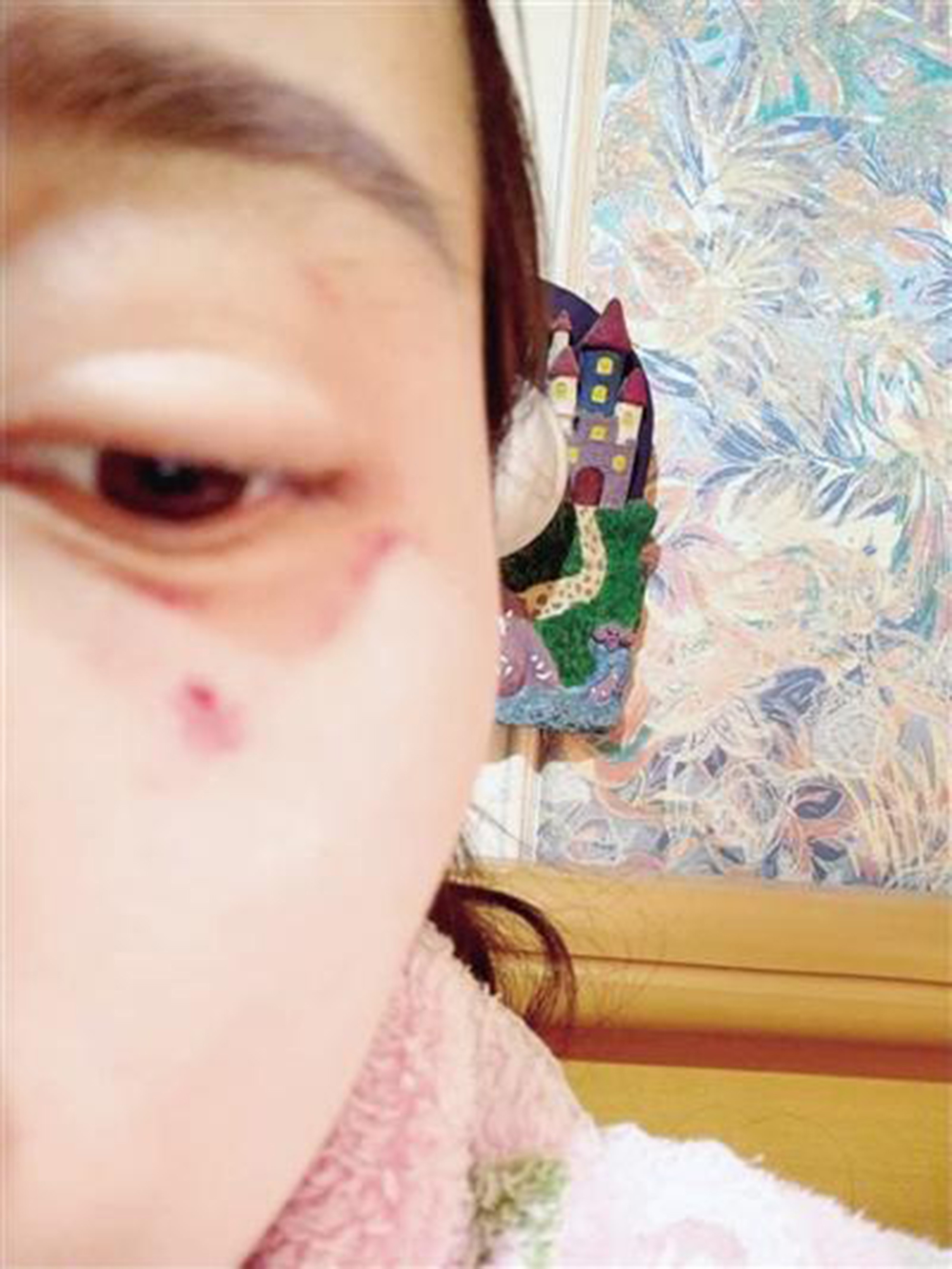 Shop Owner Travels 530 Miles To Punch Woman Who Left Bad Review AsiaWire VendorBeating 05
