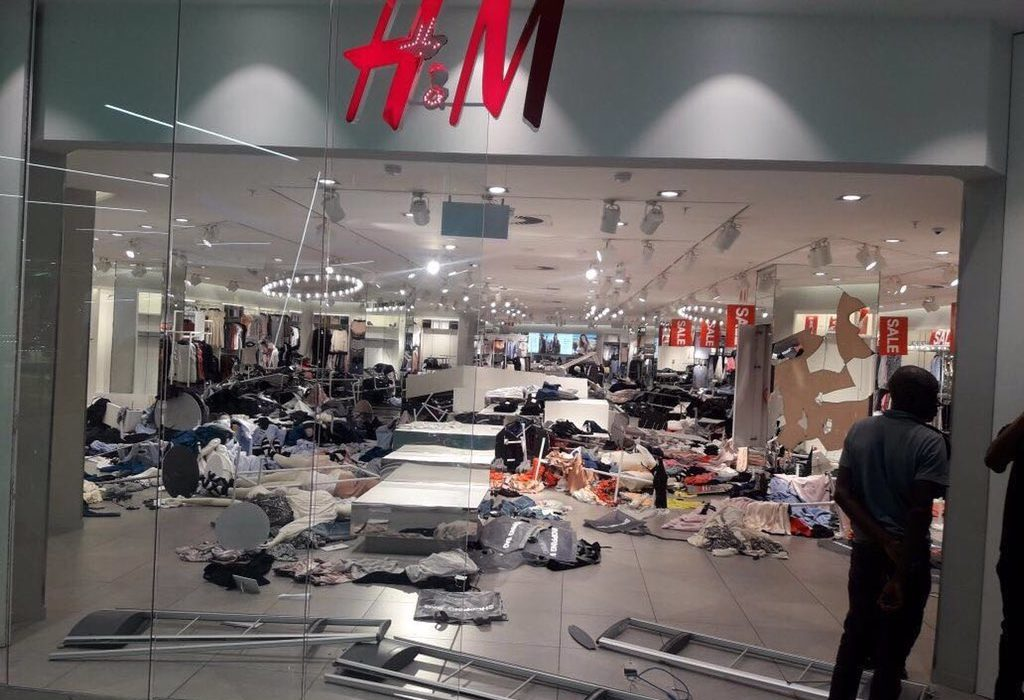 H&M Closes Down Stores After Coolest Monkey In The Jungle Riots Kernel Koder 1024x700 1