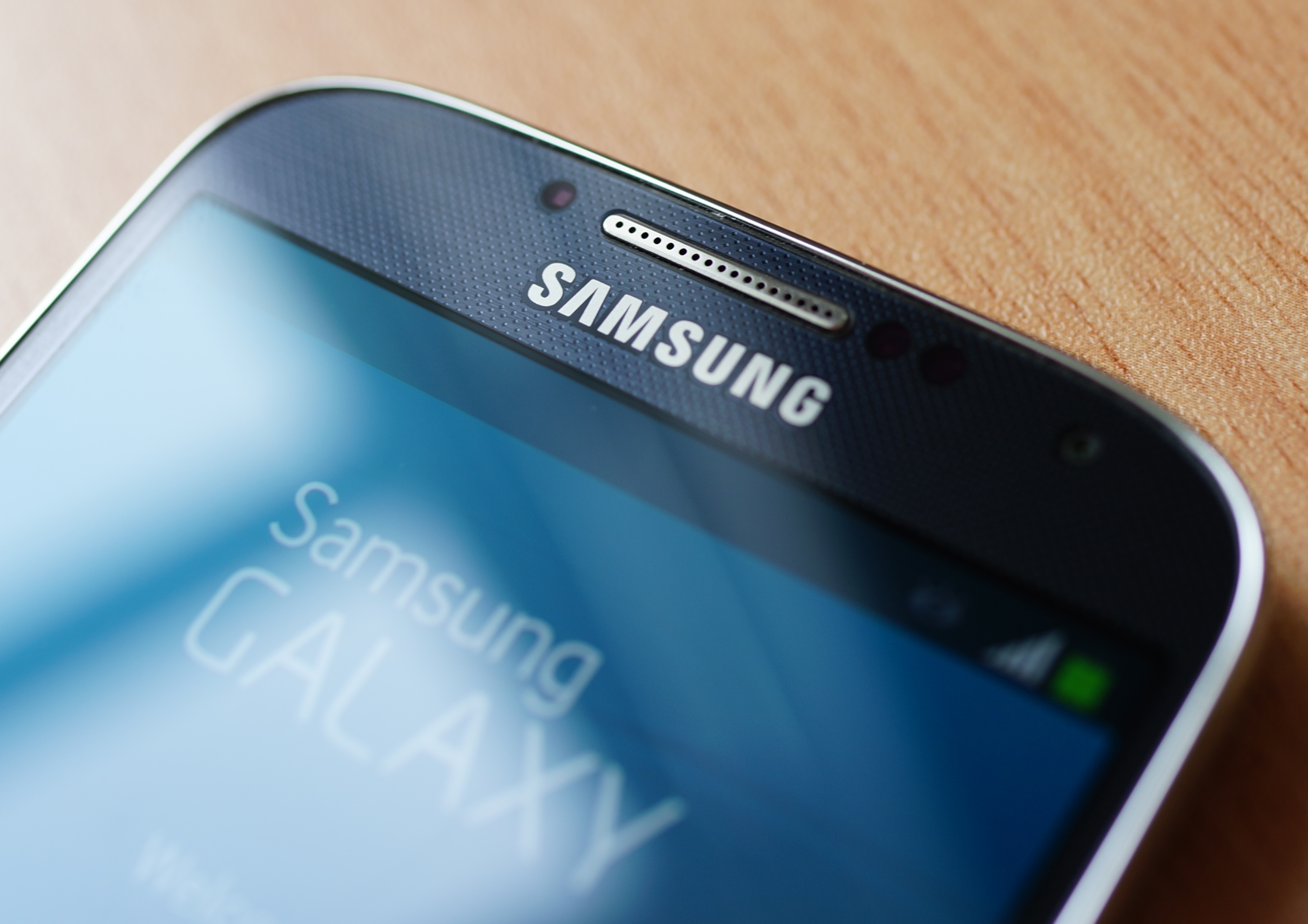 Student Shares Evidence Samsung Staff Viewed Private Photos While Fixing Phone Samsung Galaxy S4 close up