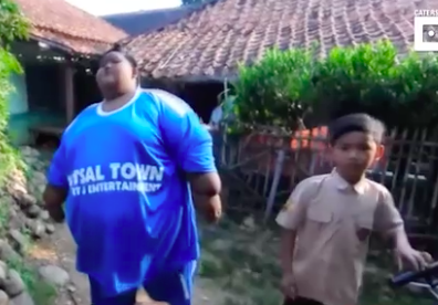Worlds Fattest Boy Loses Enough Weight To Finally Go Out And Play With Friends Screen Shot 2018 01 25 at 11.35.13