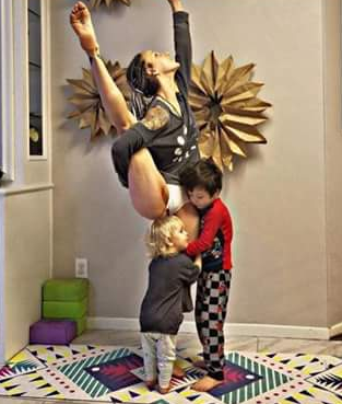 Woman Who Posts Breastfeeding Yoga Pictures Online Divides Opinion Carleebyoga E1519124115511