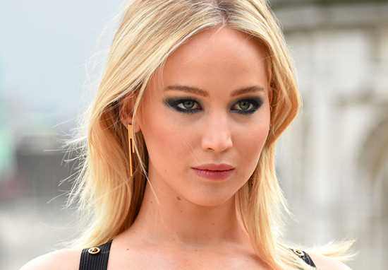 Jennifer Lawrence Posi...