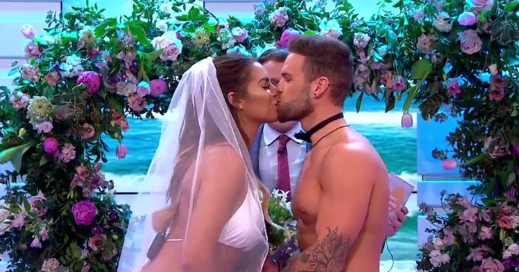 Love Islands Jess And Dom Destroyed After Getting Married On Live TV pri 69181154