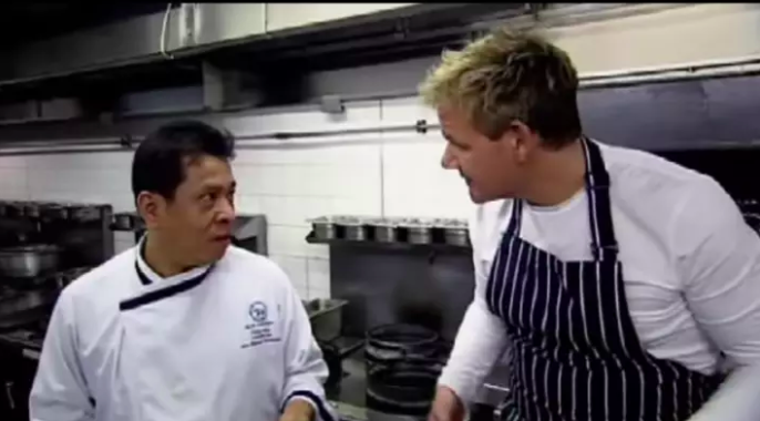 Thai Chef Completely Tears Apart Gordon Ramsays Pad Thai Screen Shot 2018 04 05 at 19.16.26