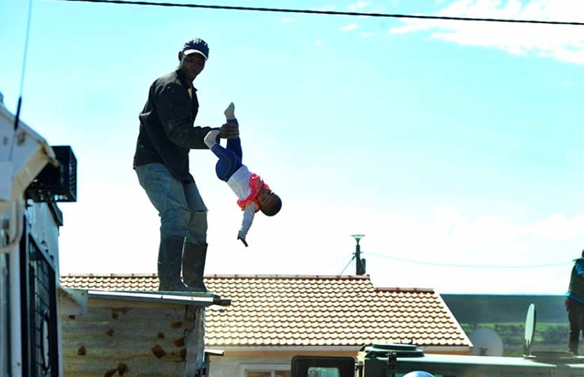 Dad Throws Daughter Off Roof In Stand Off With Police Screen Shot 2018 04 13 at 12.39.49