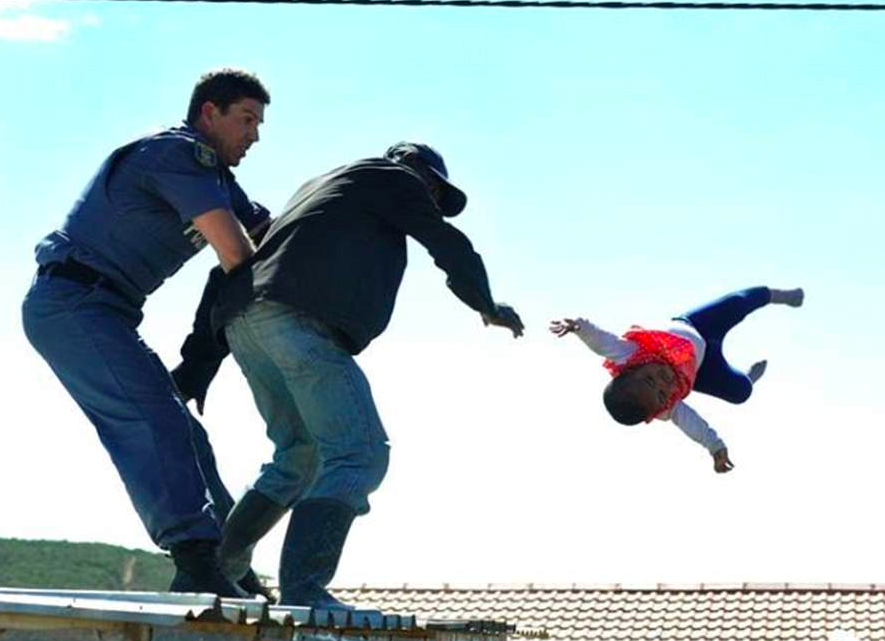 Dad Throws Daughter Off Roof In Stand Off With Police Screen Shot 2018 04 13 at 12.40.39