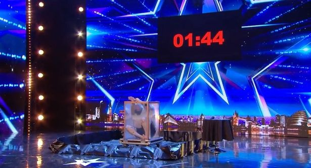 Simon Cowell Seconds Away From Stopping BGT Act After He Nearly Drowns Simon Cowell struggles to watch escapologist 1