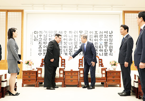 North Korean leader Kim Jong-un meets South Korean leader Moon Jae-in in historic meeting between the two nations