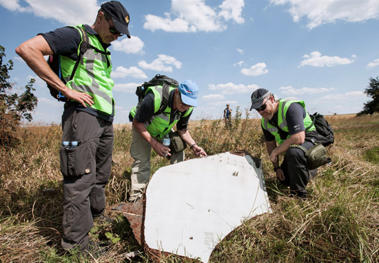 Investigation of the crash site of MH-17