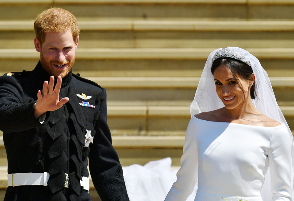 Prince harry and Meghan wave to the crowds at their wedding
