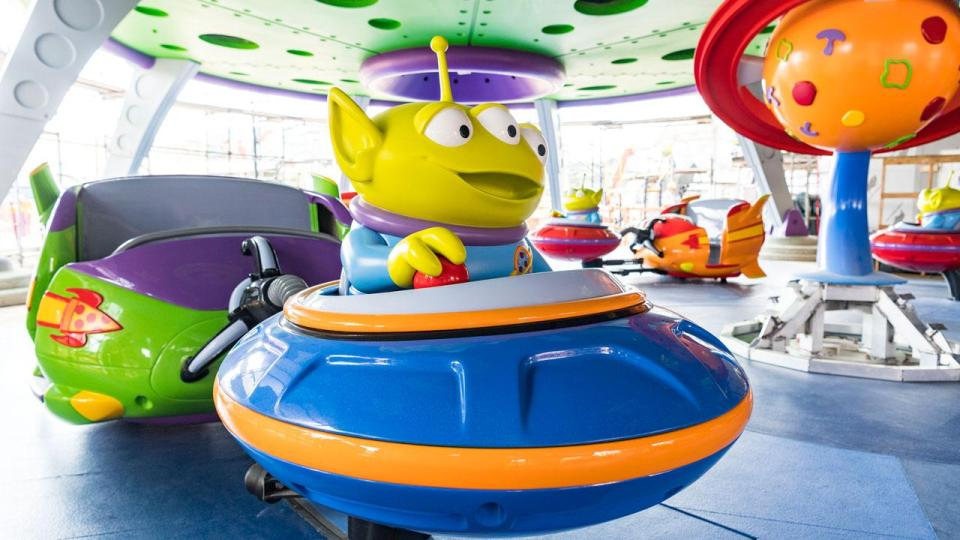 alien Swirling Saucers at Toy Story Land, Disney