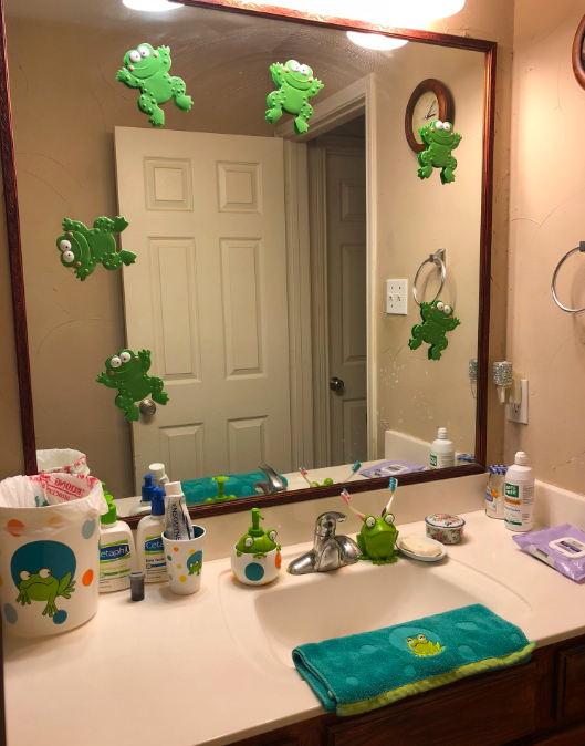 Woman Comes Home From Work And Discovers Mums Unusual Surprise BATHROOM 2