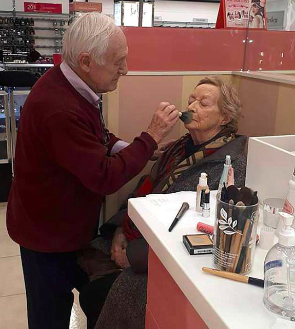 Husband Learns To Apply Wifes Make Up Before She Goes Blind Screen Shot 2018 06 14 at 14.10.35