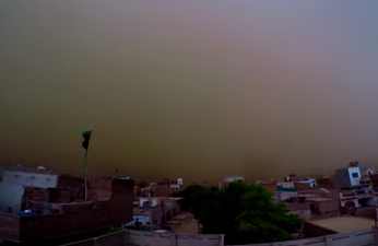 Massive Apocalyptic Sandstorm Filmed Approaching Town Screen Shot 2018 06 26 at 11.10.36