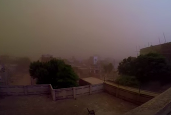 Massive Apocalyptic Sandstorm Filmed Approaching Town Screen Shot 2018 06 26 at 12.14.10