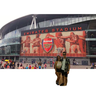 Guy Nails Changing Lock Screen Arsenal Photo To Finally Include His Girlfriend Screen Shot 2018 06 29 at 14.32.15